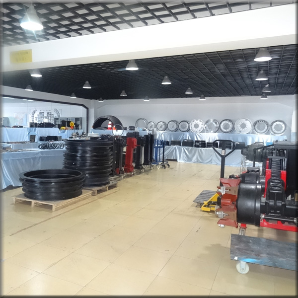 Wondee autoparts show room 1